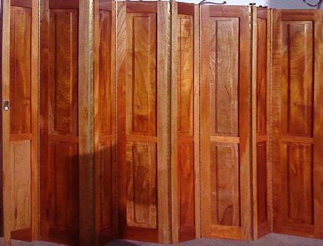 Fabrica de puertas plegadizas y rebatibles en madera y - Puertas plegables de madera ...