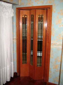 Fabrica de puertas plegadizas y rebatibles en madera y for Fabrica de puertas de madera